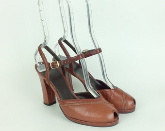 1960s Brown Leather Peep Toe Heels / 1960s Vintage Pin Up Vintage Pumps / Size 7