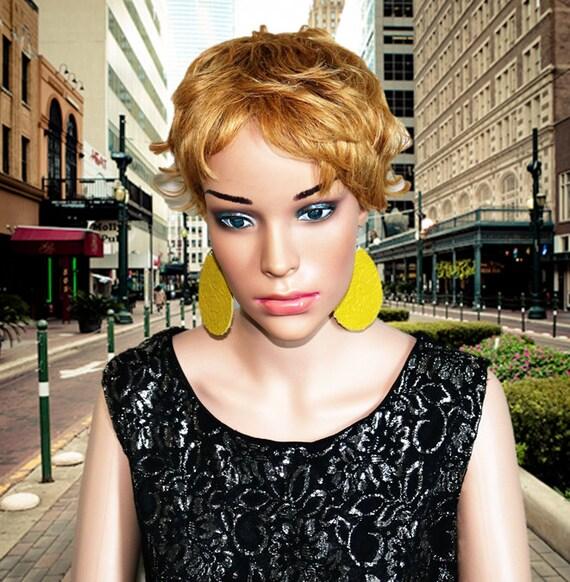Teardrop Earrings Large - Lightweight leather earrings - Dangle Earring  - Drop earrings - Perfect pear - Yellow Green Teardrops