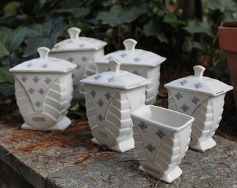 Introvabile set di barattoli in ceramica bianca con decori floreali. Periodo deco. Trovato in Francia. I barattoli erano messi sul camino.