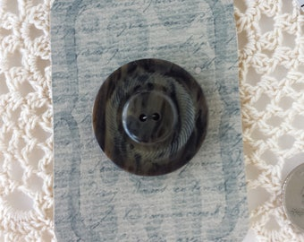 Large Mottled Stylish Button in Plastic