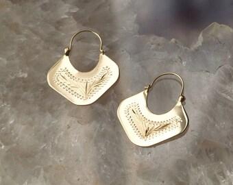 Vintage 14k Gold Artisan Made Engraved Design Dangle Drop Hoop Earrings