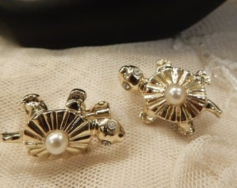 Vintage Faux Pearl Turtle Scatter Pins