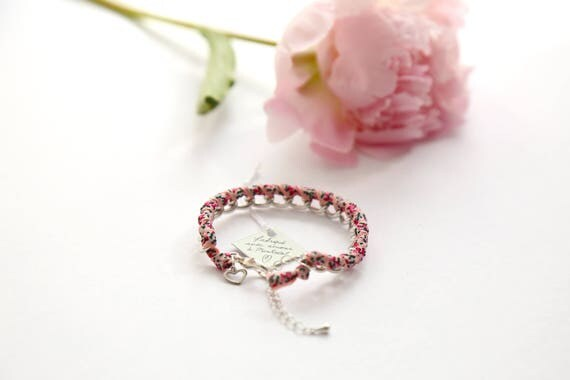 Chain bracelet with flower ribbon handmade in Montreal