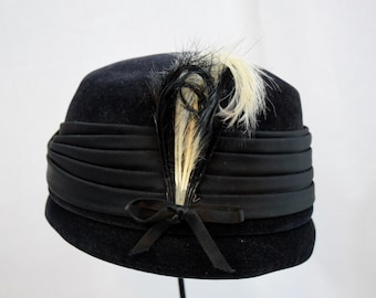 Vintage 1940s 1950s Henry Pollack Velusuede black cloche style hat with satin and feather trim