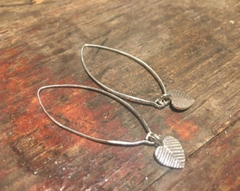 925 silver loop earrings with small leaf heart