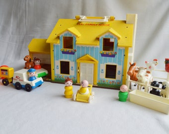 VINTAGE FISHER PRICE Play Family House combined with Farm Animals   # 952   Little People