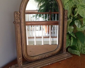 Vintage standing frame fitted with a mirror