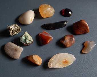 13 Rocks + Polished Stones Craft Supplies Jewelry Pendants