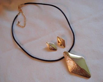 Matching Necklace and Pierced Earring Set Gold Never Worn Adjustable Length #117