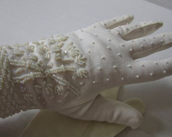 vintage white beaded gloves / made in Hong Kong