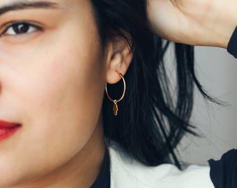 Anneaux boucles d'oreilles en gold-fill avec hamsa en laiton plaqué