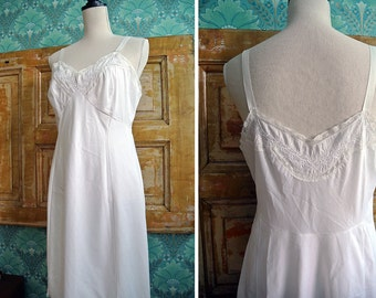Vintage 1970s Delicate Ivory Lace Embroidery Nightgown Lingerie Womens S-M