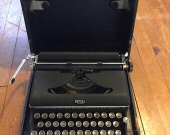 Royal typewriter 1940s in case