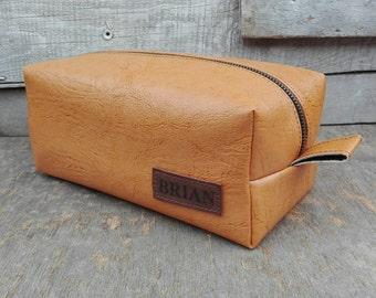 Leather Dopp Kit, Shaving kit, Men's dopp Bag, Free Personalized, Toiletry Bag, Gift for Him, Groomsmen Dopp Bag, Eco Leather