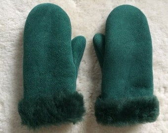 792 - gloves / mittens from natural lambskin and velour leather