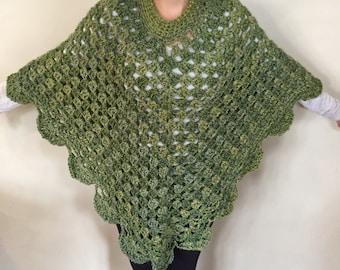 Women's Boho Soft Poncho // Gifts for her // Birthday gift // Womens clothing // Handmade poncho // Crocheted poncho // Pesto // Green
