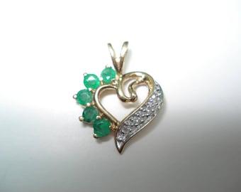 10 Kt Gold Emerald Diamond Heat Pendant