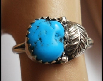 Vintage Sterling Silver Natural Turquoise Ring with Feather or Leaf 7
