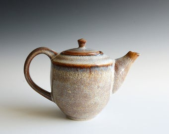 Handthrown teapot in porcelain