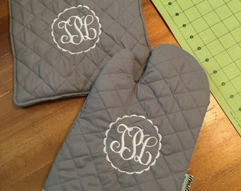 Custom Monogram Set of A Matching Oven Mitt and A Extra Large Pot Holder