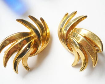 Vintage Trifari Earrings Crown Trifari Stylized Leaves Gold Tone Metal Clip on Cluster Leaves 1950s Hollywood Regency Mid Century