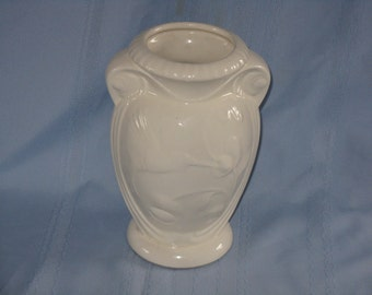 Vintage ceramic vase with hummingbird decoration motif white