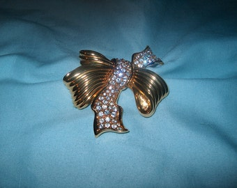 Swarovski Swan Signed Crystal Bow Brooch Pin, Vintage Costume Jewelry, WAS 60.00 - 20% = 48.00