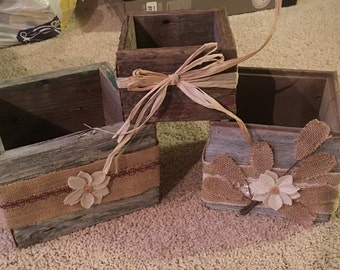 Barnwood boxes with burlap