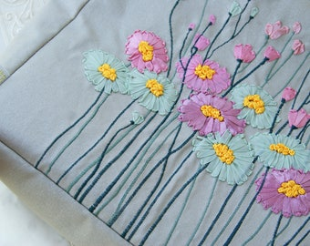 Handbag  hand embroidered ribbon embroidery Italien linen Japanese quilt Daisy embroidery Wood handles bag