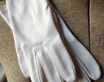 Vintage White Polyester Gloves.  White Diamond Weave Gloves. Good Used Condition. Small Size. Gloves for Day. 1960's.