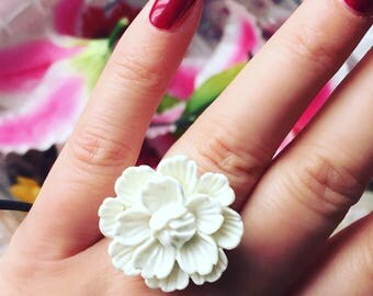 Flower Ring, White Flower Ring, Costume Jewelry.
