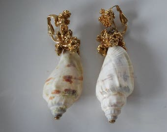 Vintage Shell and Gold Dangle Clip On Earrings-Shell Clip Ons-Shell Earrings-Beachy Earrings-Vintage Shell Earrings