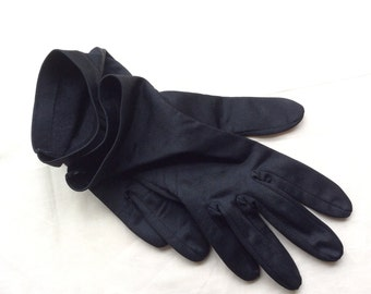 Vintage size 7 gloves, 60s gloves. Black nylon short gloves.