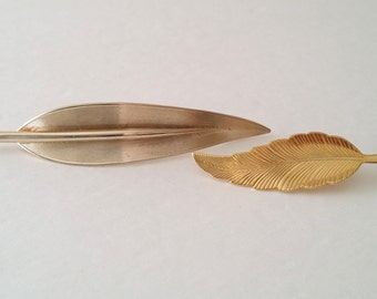 Beautiful Vintage Gold Tone Leaf Small & Large Pin Brooch Set of 2