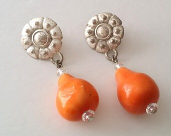 Beautiful Vintage Silver Tone Stylish Pear Fruit Post Stud Dangle Earrings.