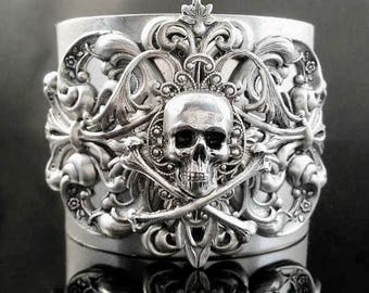 Game of Thrones | Skull Jewelry | Skull Cuff | Gothic Jewelry | Pirate jewelry | Silver Skull | Dawn Santucci | Metal di Muse | Victorian