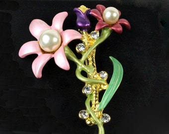 Floral Brooch. Exquisite pastel enamel, rhinestone and faux pearl brooch.Pastel Pink and Green. Circa 1930s