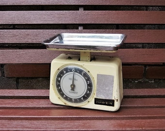 Vintage metal market scale Tower, kitchen scale, grocery scale.