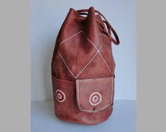 Large 70s Vintage Embroidered Bucket Bag // Golden Brown Leather