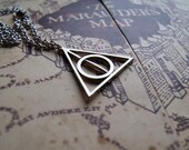Credence Fantastic Beasts & Xenophilius Lovegood   Deathly Hallows Necklace   Rotating Centre