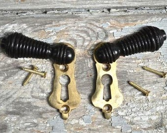 Pair of ebonised black wood and brass beehive door keyhole cover escutcheon key hole N2