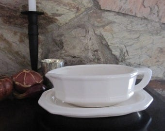 Pfaltzgraff Gravy Boat with Underplate