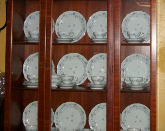Duncan Phyfe Morganton China cabinet from the 1950s! Beautiful! Excellent Condition!