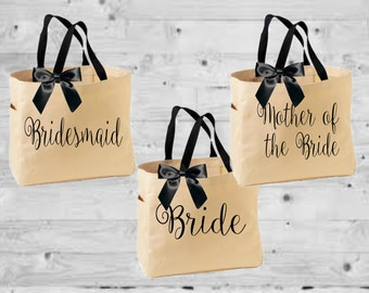 bridal totes, bride totes, personalized totes, wedding gift, bridesmaid gift, bridesmaid tote