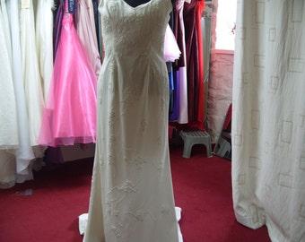 size 16 ivory wedding dress with train (CA94)