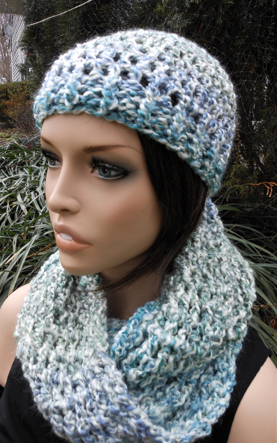 crochet matching hat and infinity scarf accessory