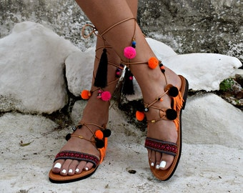 FREE SHIPPING _ Bohemian Lace Up Leather PomPomSandal : Kos