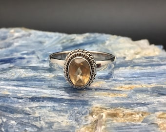 Citrine Ring // 925 Sterling Silver // Etched Rope Setting // Size 7