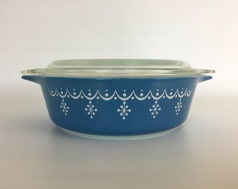 "Pyrex ""Snowflake Blue"" Casserole Dish w/lid - 471 and 6-470-C - Mid Century"