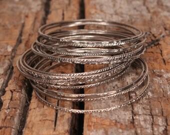Vintage bangle bracelets - 1970s bracelet - Hippie Boho Gypsy bracelet - Vintage metal stacking bracelets - Silvertone bracelets